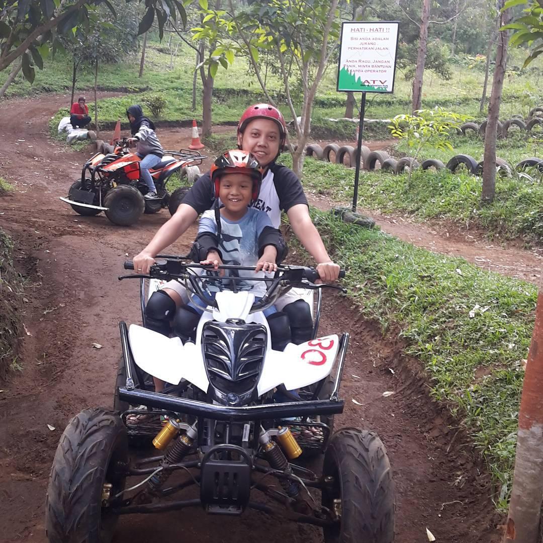Wisata Keluarga Dusun Bambu Family Leisure Park