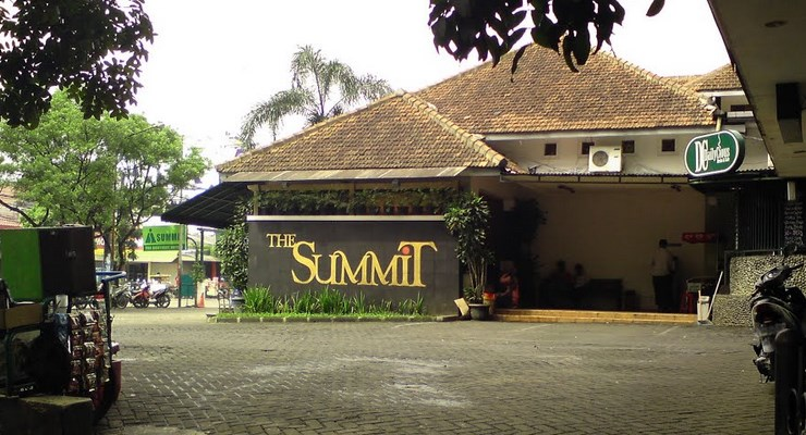 The Summit Boutique Outlet